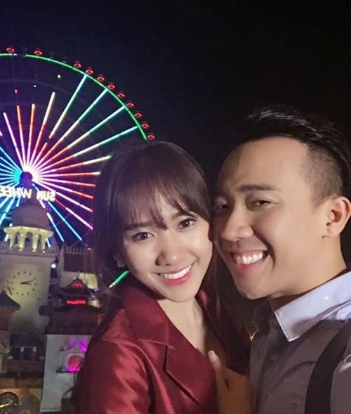 Su that Tran Thanh lo anh voi 2 chan dai trong quan karaoke-Hinh-2