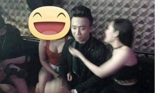 Su that Tran Thanh lo anh voi 2 chan dai trong quan karaoke