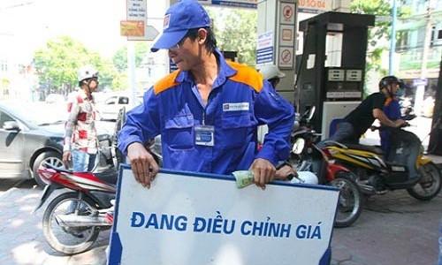 Gia xang dau tang dong loat 300 dong/lit