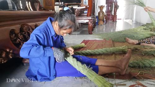 Nghe la o Ninh Binh: Ngoi nha tet duoi trau, kiem chuc trieu ngon o-Hinh-2