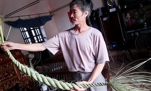 Nghe la o Ninh Binh: Ngoi nha tet duoi trau, kiem chuc trieu ngon o