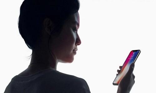 Bat tien dau tien cua Face ID o iPhone X so voi Touch ID