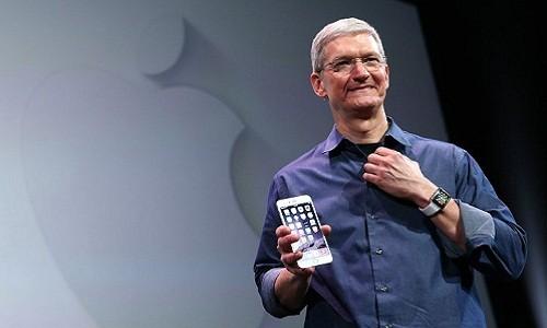"""Tim Cook """"dut tui"""" bao nhieu tien sau khi ra mat iPhone moi?"""