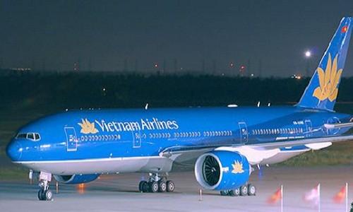 May bay Vietnam Airlines ha canh khan de cuu hanh khach co giat