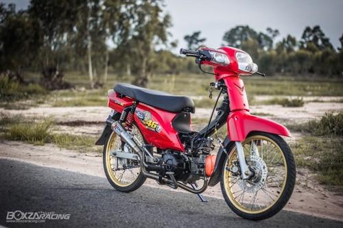 Honda Super Dream 110 do khung, dat hang o Thai