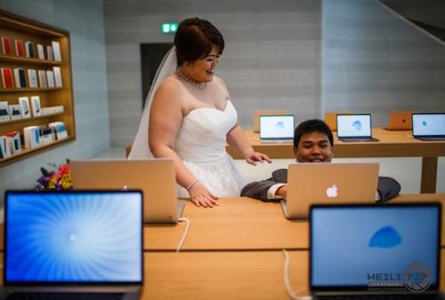"""Fan cuong """"Tao"""" chup anh cuoi ben trong Apple Store"""
