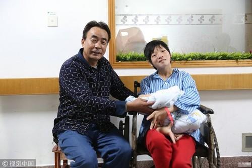 Mac bai nao bam sinh, me 9x giau nghi luc van quyet sinh con cho chong 45 tuoi-Hinh-4