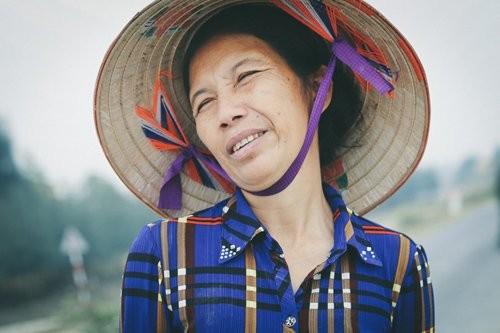 "Gap lai ""co tho dan"" Viet tung gay bao khi thu vai phim Kong-Hinh-2"