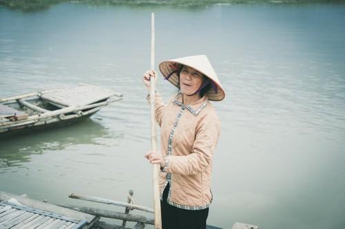 "Gap lai ""co tho dan"" Viet tung gay bao khi thu vai phim Kong-Hinh-4"