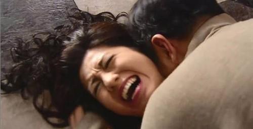 "Ly hon da 6 thang nhung chong van lien tuc doi ""chuyen ay"""
