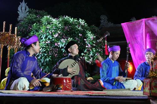 Nghe si Hong Van Bau show xep hang moi Xuan Hinh dien-Hinh-3