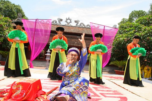 Nghe si Hong Van Bau show xep hang moi Xuan Hinh dien-Hinh-4