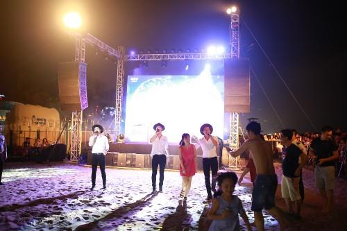 Khan gia Sam Son cuong nhiet trong dem nhac EDM bai bien-Hinh-8