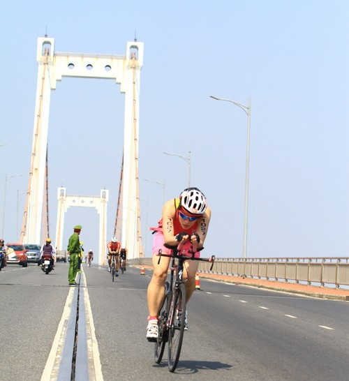 Number 1 bo tri hang chuc tram tiep nuoc giai nhiet cho cac Ironman-Hinh-3