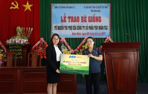 Tap doan FLC trao be giong cho 6 huyen Binh Dinh