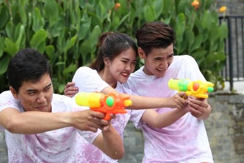 Nhieu tro choi thu vi tai Le hoi ruou vang Ba Na Hills 2017-Hinh-2