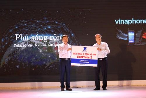 VNPT trao tang UBND tinh Quang Binh 2 tram thoi tiet thong minh-Hinh-2