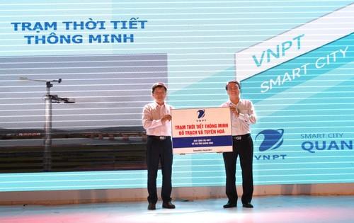 VNPT trao tang UBND tinh Quang Binh 2 tram thoi tiet thong minh