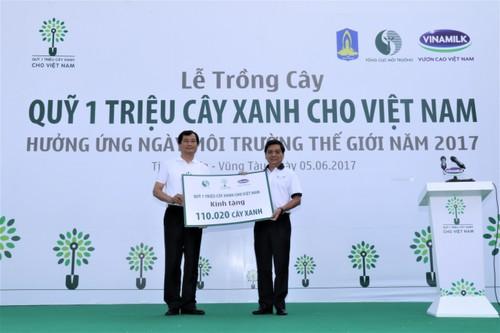 "Vinamilk dong hanh cung ""Quy 1 trieu cay xanh cho Viet Nam""-Hinh-4"