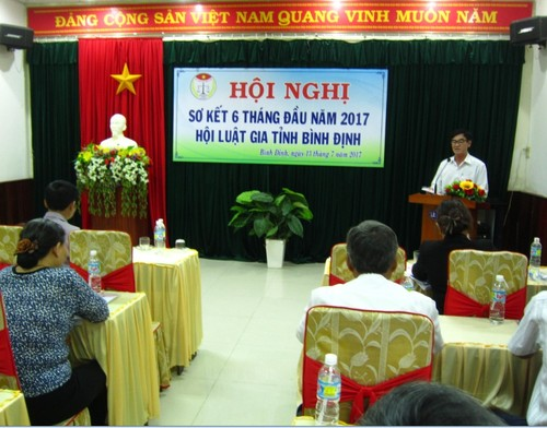 Cac cap Hoi Luat gia Binh Dinh to chuc nhieu buoi tuyen truyen phap luat