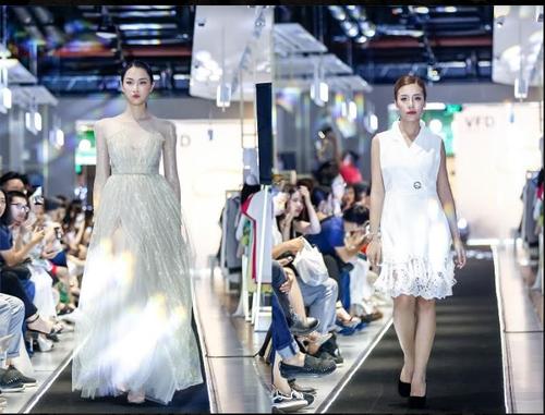 "Da tiec thoi trang ""Liec"": Loi chao dang cap tu V-Fashion Designers-Hinh-11"