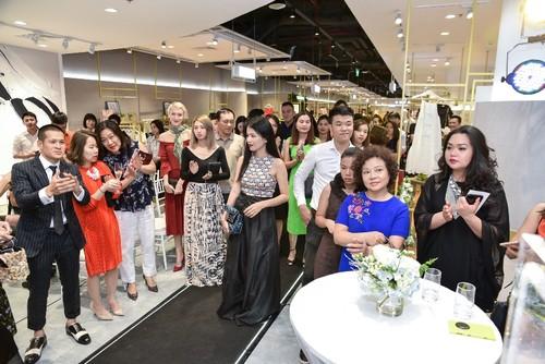 "Da tiec thoi trang ""Liec"": Loi chao dang cap tu V-Fashion Designers-Hinh-2"