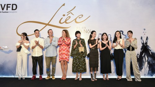 "Da tiec thoi trang ""Liec"": Loi chao dang cap tu V-Fashion Designers-Hinh-9"