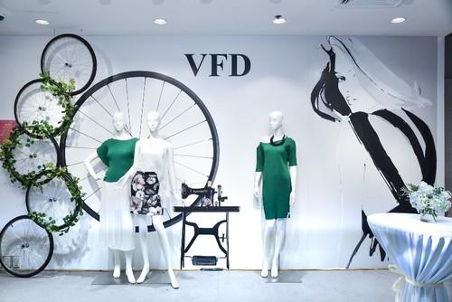 """Da tiec thoi trang """"Liec"""": Loi chao dang cap tu V-Fashion Designers"""