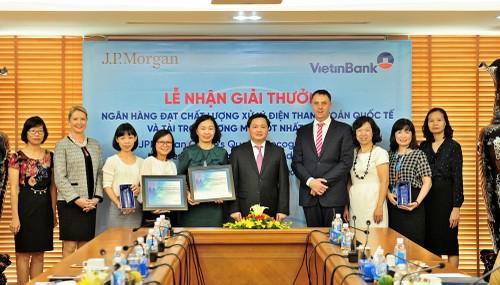VietinBank nhan cu dup giai thuong cua JPMorgan Chase Bank