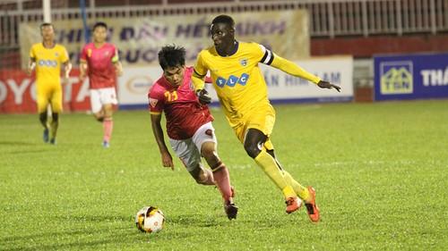 "FLC Thanh Hoa lai cuu cho V-League nhieu ""ban thua trong thay"""