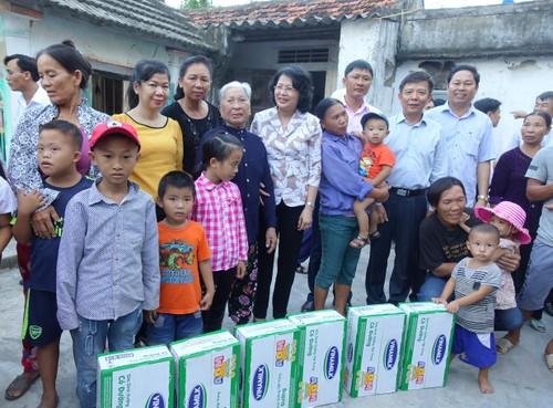 Vinamilk dem sua den voi tre em vung lu tai Ha Tinh va Quang Binh-Hinh-4