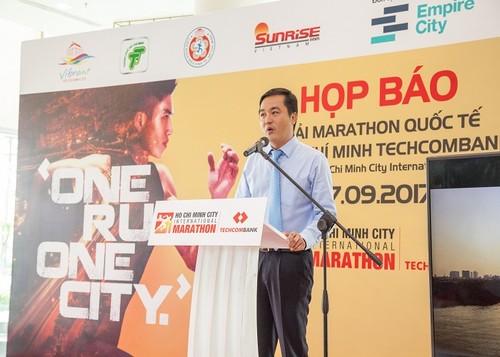 Khoi dong Giai Marathon Quoc te TP.HCM Techcombank 2017