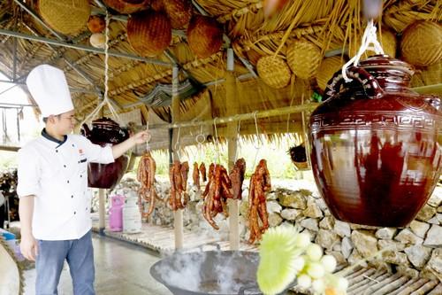 Hoa Tam giac mach Fansipan: Le hoi thang 10 nhat dinh phai den-Hinh-4