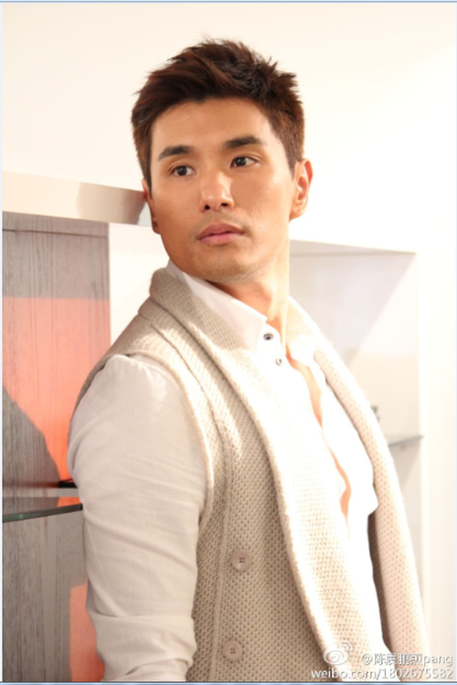 "Cap doi ""nam than TVB"" Tran Trien Bang va Trinh Gia Dinh doi mat trong Thien Nhan-Hinh-5"