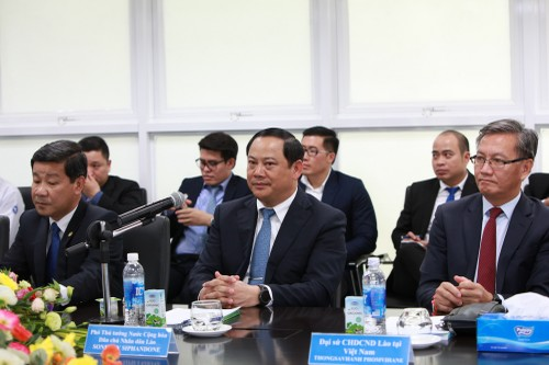 Pho Thu tuong Lao tham va lam viec voi Vinamilk-Hinh-3
