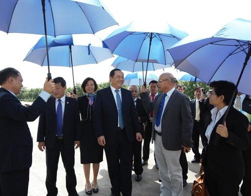 Pho Thu tuong Lao tham va lam viec voi Vinamilk-Hinh-4