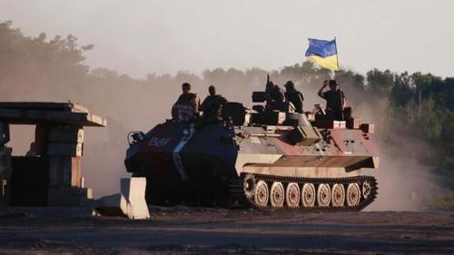 Quan Ukraine rut khoi thi tran mien dong