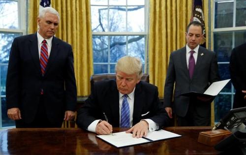 Tong thong Donald Trump ky sac lenh rut My khoi TPP
