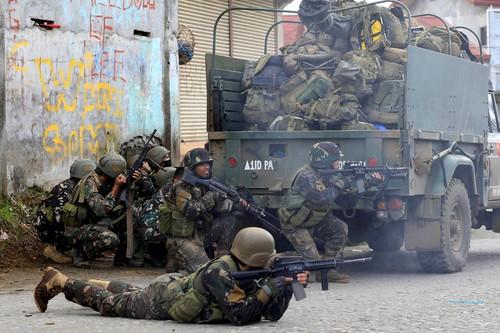 Cac tay sung khung bo nuoc ngoai bi tieu diet o Marawi