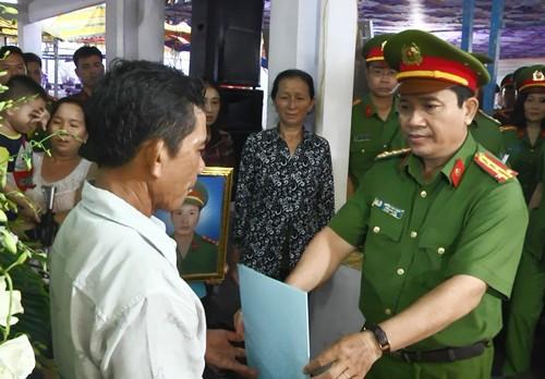 Nhang muoi gay chay nha, thuong uy canh sat TP.HCM hy sinh-Hinh-2