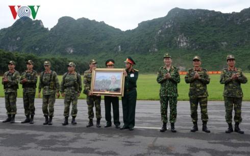 Chu tich nuoc Tran Dai Quang tham, lam viec voi Bo Quoc phong-Hinh-3