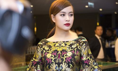 """Nghe si Viet """"nhay mua"""" voi scandal: Phai chang khan gia qua de dai?-Hinh-10"""