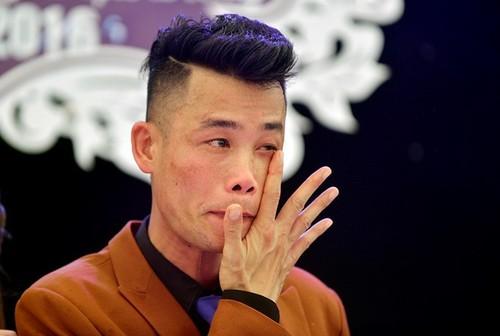 """Nghe si Viet """"nhay mua"""" voi scandal: Phai chang khan gia qua de dai?-Hinh-4"""