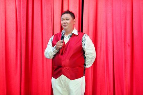 """Nghe si Viet """"nhay mua"""" voi scandal: Phai chang khan gia qua de dai?"""