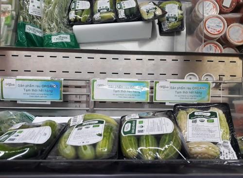 """Rau organic """"ba khong"""" ngheo nan o sieu thi Sai Gon"""