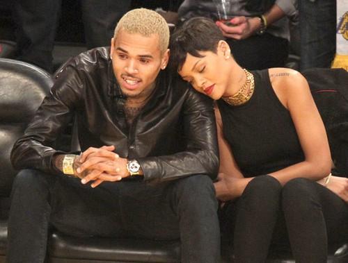 Chris Brown muon noi lai tinh xua voi Rihanna