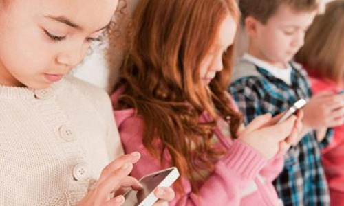 Tre nghien smartphone: Nhung con so gay soc