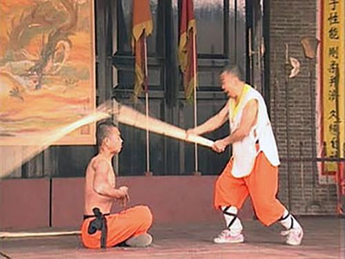 """Ron nguoi man luyen cong """"quai di"""" cua cac vo su Thieu Lam"""