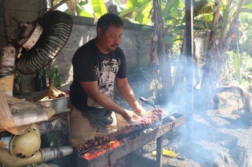 Du khach bi lua an thit cho o Bali-Hinh-2