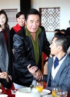 """""""Vi Tieu Bao"""" doi thuc lam canh phai ban nha vi 6 ba vo"""